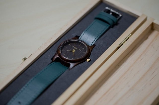 jam tangan kayu woodka