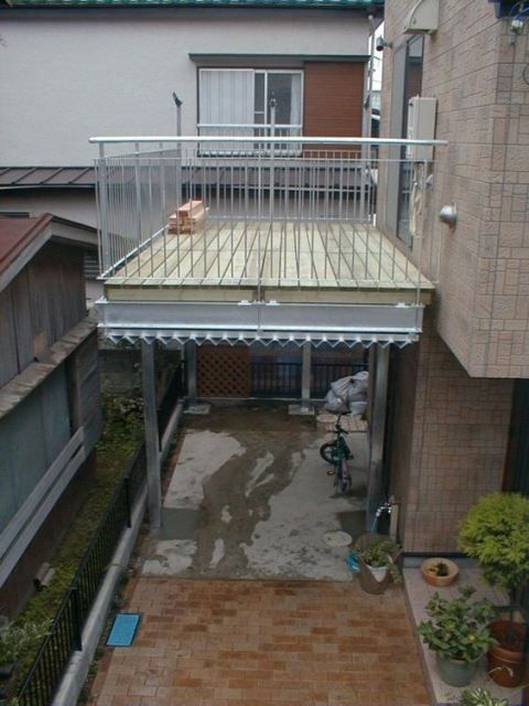 placement of the balcony canopy on the side