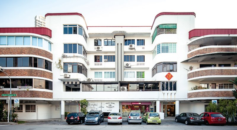 Tiong Bahru is one of those expat enclaves that exudes a strong hipster vibe, too cool for the mainstream crowd