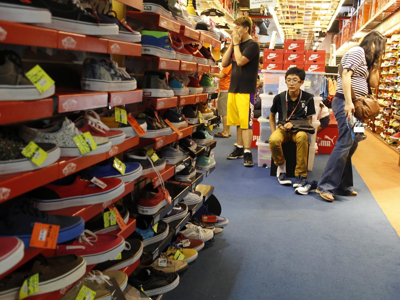queensway-shoe-shopping