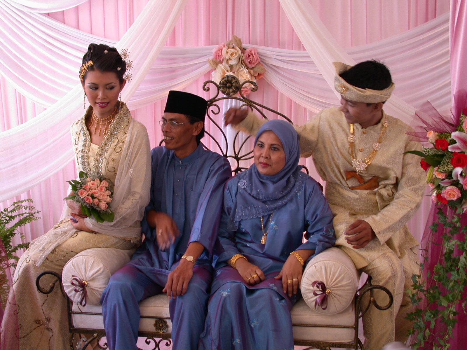 malay wedding under void deck of HDB