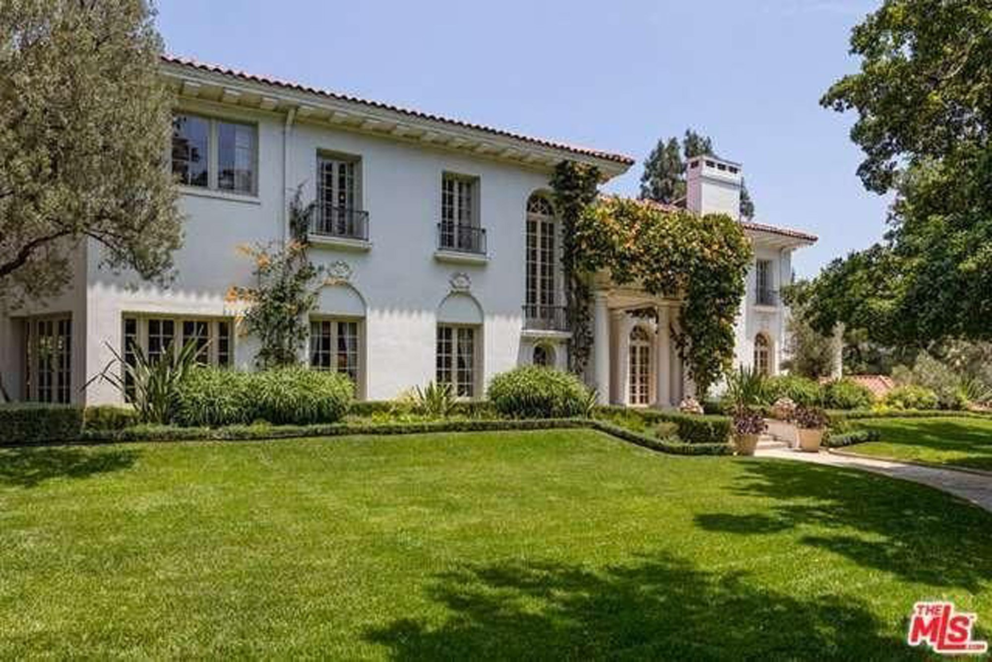 The massive new home that Angelina Jolie bought