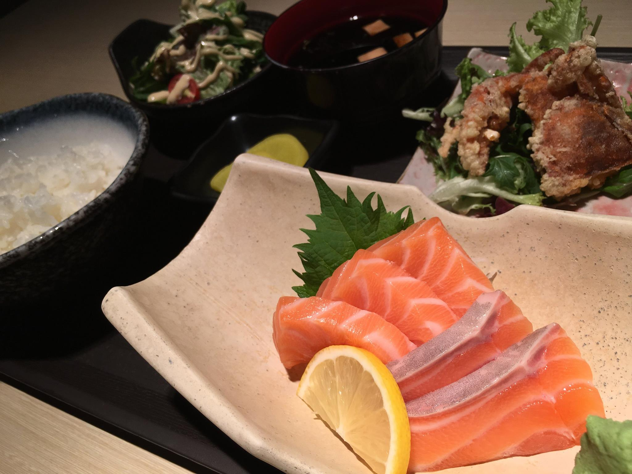 The delicious food at Okinawa Dining attracts a lot of people