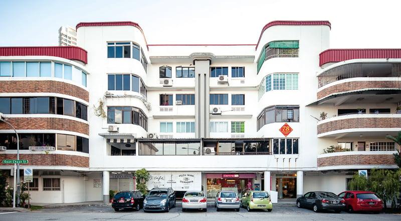 The bright facade of Tiong Bahru estate