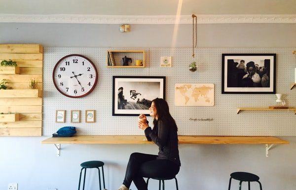 romantic-location-cafe