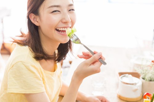 lady eating vegetable