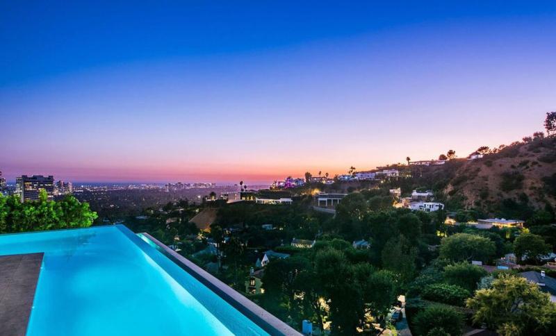 Infinity pool of Ariana Grande's house