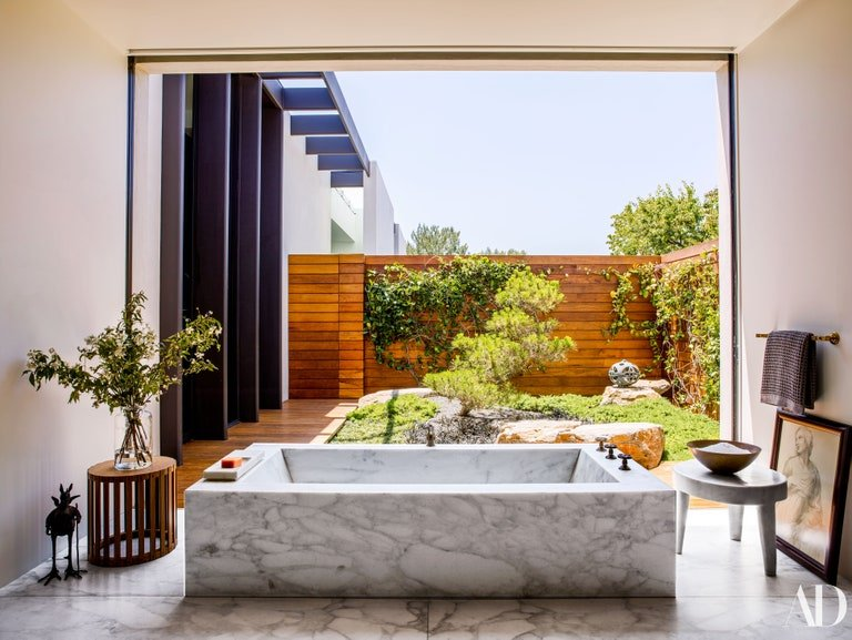 Jennifer Aniston's bathtub